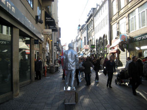 strange-statue